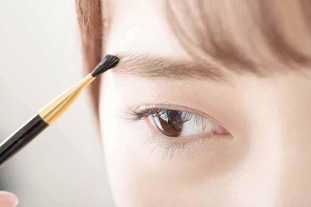 maquillarse-las-cejas